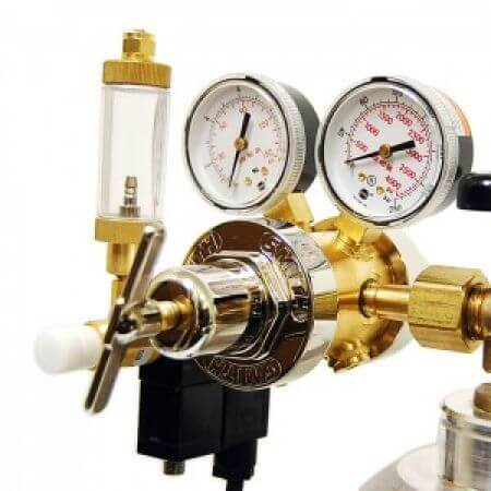 CO2 pressure regulators